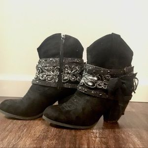 LIKE NEW! size 7.5 sparkly booties from Buckle